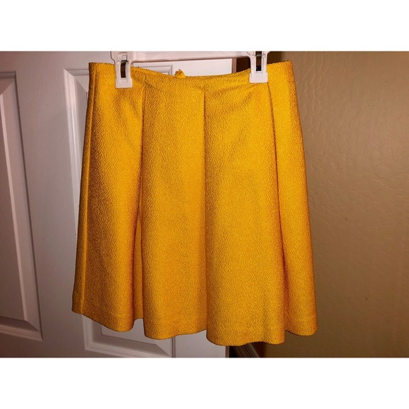 e202ddd3dce2 Yellow Pleated Skirt. H&M. M_5bb1bac8aa8770db5e1d18a4.  M_5bb1bac912cd4aa5c797bb40. M_5bb1bacb3e0caa94a07295fe